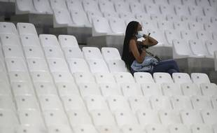 Une spectatrice au Stade Vélodrome, à Marseille, le 17 septembre 2020.