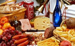 Des légumes, du fromage, de la viande, etc. Illustration.