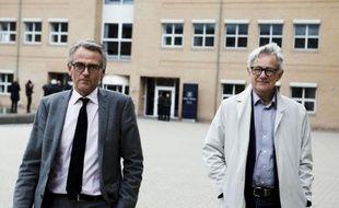 Un tribunal danois a condamné lundi quatre hommes à des peines de 12 ans de prison pour avoir comploté l'assassinat du personnel d'un journal danois qui avait été le premier à publier les caricatures controversées de Mahomet en 2005.