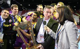 En 2015, le HBC Nantes de Gaël Pelletier (au micro) avait remporté le premier titre de son histoire: la Coupe de la Ligue.