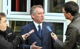 """La candidate socialiste aux législatives dans la deuxième circonscription des Pyrénées-Atlantiques, Nathalie Chabanne, a déclaré mardi à l'AFP qu'elle """"restait"""" investie par le PS, au lendemain de la proposition de la députée PS Marisol Touraine de ne pas présenter de candidat PS face à François Bayrou."""