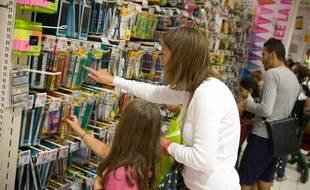Achat de fournitures scolaires dans un hypermarché