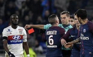Clément Turpin n'a pas hésité à expulser un Daniel Alves extrêmement remonté dimanche à Lyon.
