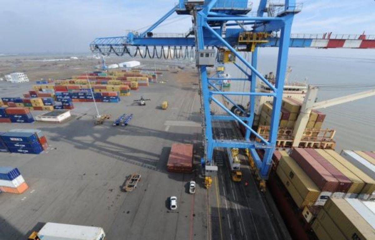 Le déficit commercial de la France, nettement creusé en février par la vague de froid qui avait dopé les importations d'énergie, a reculé en mars pour atteindre 5,721 milliards d'euros, selon les données publiées mercredi par les Douanes. – Frank Perry afp.com