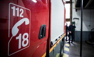 Il faut faire le 18 ou le 112 pour avoir les pompières et pompiers au téléphone.  (illustration)