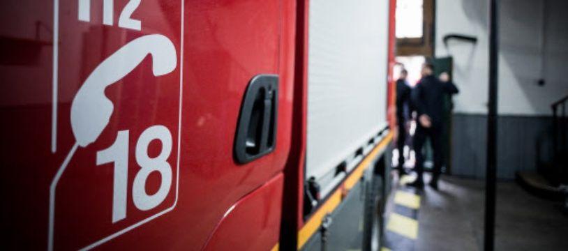Il faut faire le 18 ou le 112 pour avoir les pompières et pompiers au téléphone.