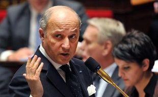 Paris et Londres vont demander d'avancer la prochaine réunion de l'Union européenne sur l'embargo sur les armes pour la Syrie et, à défaut d'unanimité, décideront d'en livrer à titre national aux rebelles, a annoncé jeudi le chef de la diplomatie française, Laurent Fabius.