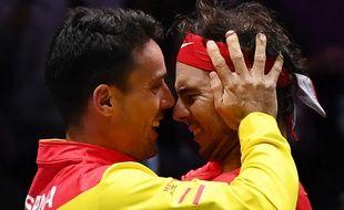 Roberto Bautista-Agut (à g.) a été soutenu par son coéquipier Rafael Nadal après la mort de son père.