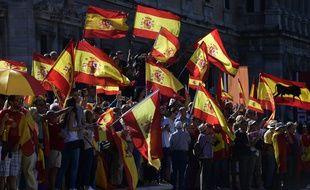 Des dizaines de milliers d'Espagnols ont manifesté dans tout le pays ce samedi 7 octobre pour demander un dialogue.