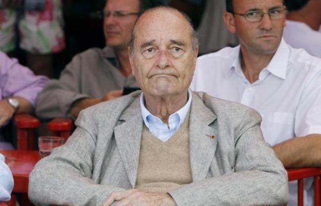 Jacques Chirac assis à une terrasse de café à Saint-Tropez, le 14 août 2011