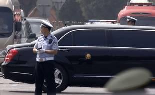 Une file de voitures lourdement escortée à l'occasion de la visite de Kim Jong-un, à Pékin le 19 juin 2018.