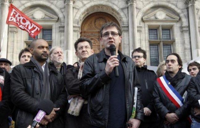 """L'exécutif était tenaillé entre défense de la liberté d'expression et condamnation d'un """"excès"""" après la publication mercredi par le journal Charlie Hebdo de caricatures du prophète Mahomet, dans un contexte de violences dans le monde provoquées par un film islamophobe."""