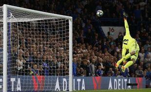 Thibaut Courtois n'a rien pu faire sur cette frappe téléguidée en lucarne de Henderson lors de Chelsea-Liverpool, le 16 septembre 2016.