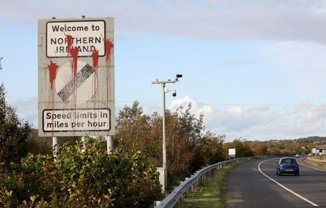 648x415 panneau vandalise frontiere nord irlandaise image illustration