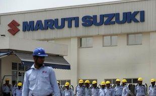 Une révolte d'ouvriers contre des responsables d'une usine du constructeur automobile Maruti Suzuki a fait un mort et des dizaines de blessés près de New Delhi, a-t-on appris jeudi auprès d'un cadre du groupe, qui a suspendu la production de l'usine jusqu'à nouvel ordre.