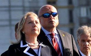 La secrétaire d'Etat américaine Hillary Clinton a annoncé jeudi que les Etats-Unis exempteraient la Chine des sanctions économiques visant les achats de pétrole iranien, quelques heures avant l'application prévue de restrictions contre les banques chinoises.