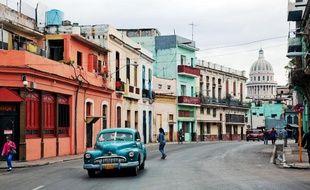 Vue d'une rue colorée typique de Cuba