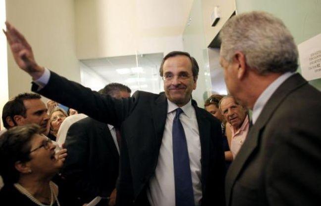 Après un rejet historique de l'austérité et une sanction du vieux système bipartite lors du scrutin législatif dimanche, la Grèce devait tenter lundi de sortir de l'impasse politique en lançant les procédures de formation d'un gouvernement de coalition, sous l'oeil inquiet des marchés.