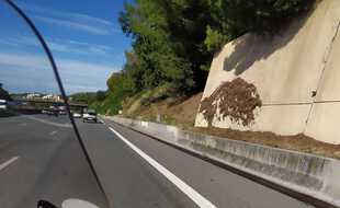Implanté juste avant la sortie Vence Cagnes-sur-Mer, dans le sens Nice Cannes, ce radar flashe plus de 500 fois par jour.
