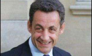 Le ministre de l'Intérieur, Nicolas Sarkozy, s'est rendu mercredi en fin d'après-midi dans l'hôpital marseillais où la jeune femme grièvement brûlée dans l'incendie criminel d'un bus samedi soir lutte contre la mort.