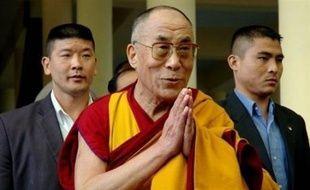 Le dalaï lama, chef spirituel et politique en exil des Tibétains, a demandé mercredi une pression internationale sur Pékin pour arrêter la répression militaire chinoise qui s'intensifie, selon lui, dans les régions de Chine peuplées de Tibétains.