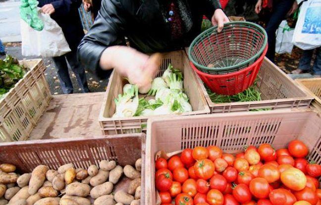 Distribution de paniers par l'AMAP les Jardins de Virgile au Centre social des Bourroches a Dijon.