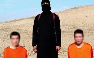 Une photo tirée d'une vidéo montrant les deux otages japonais publiée par Daesh, le 20 janvier 2015