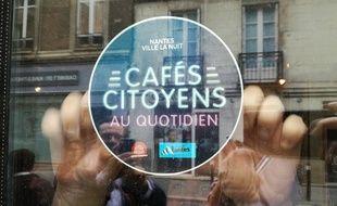 Une vingtaine de bars arborent ce macaron Cafés citoyens à Nantes