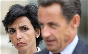 """Nicolas Sarkozy a demandé à la ministre de la Justice Rachida Dati de """"réfléchir"""" à la possibilité de traduire devant un tribunal un auteur de crime, même s'il est déclaré irresponsable pénalement, a-t-il indiqué à la presse vendredi à Bayonne."""