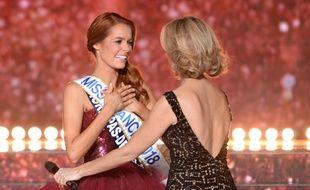 Maëva Coucke, Miss France 2018, et, de dos, Sylvie Tellier.