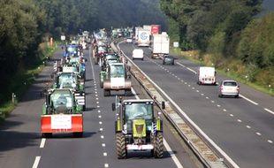 Des dizaines de tracteurs ont pris la route vers Paris mercredi au départ de Rennes.