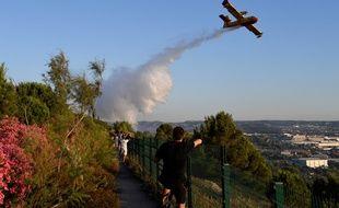 Un bombardier d'eau en intervention