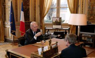 Le ministre français des Affaires étrangères Jean-Marc Ayrault, après sa nomination, à son bureau du Quai d'Orsay, le 12 février 2016 à Paris