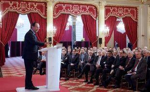 """François Hollande a prévenu mardi qu'il exigerait des contreparties """"mesurables"""" aux allègements de charges promis aux entreprises, sans toutefois chiffrer les créations d'emplois attendues, faisant de la lutte contre le chômage la mère de toutes ses batailles."""