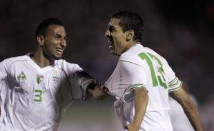Les footballeurs algériens Nadir Belhadj (à gauche) et Karim Matmour, le 7 juin 2009 à Blida.