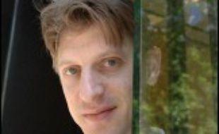"""""""Les Bienveillantes"""", premier roman de Jonathan Littell, fils du journaliste et écrivain Robert Littell, né en 1967 et édité chez Gallimard, est le premier ouvrage sélectionné pour le Prix Médicis du roman qui sera décerné le 30 octobre prochain"""