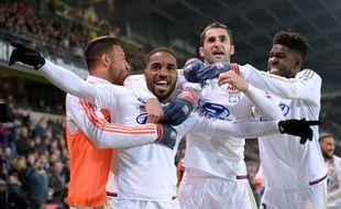Alexandre Lacazette et Samuel Umtiti, ici avec Corentin Tolisso et Maxime Gonalons lors du nul à Rennes (2-2), espèrent faire changer d'avis Didier Deschamps d'ici la fin de saison.