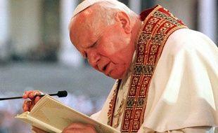 Jean-Paul II en visite au Portugal en 2003.