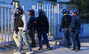 Des policiers de la BAC sont intervenus pour empêcher le suspect de jeter sa compagne par la fenêtre. (Photo d'illustration)