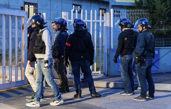 Saint-Etienne: Son copain menace de la jeter par la fenêtre, elle appelle les passants au secours