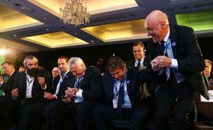 Bernard Laporte et le clan français heureux après l'annonce de la décision de se voir confier l'organisation de la Coupe du monde 2023 de rugby, le 15 novembre 2017 à Londres.