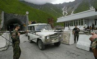 """La tension s'est à nouveau accrue ce week-end en Ossétie du Sud, un territoire séparatiste pro-russe de Géorgie où des tirs ont fait six morts, Moscou mettant en garde contre un conflit """"de grande envergure"""" et accusant la Géorgie pro-occidentale d'opérer des mouvements de troupes."""