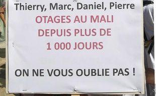 Une pancarte lors de la manifestation du 22 juin 2013 à Aix en Provence en soutien aux otages du Niger.