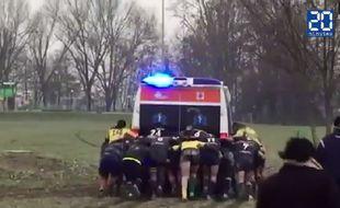 Une mêlée pousse une ambulance en 3e division italienne