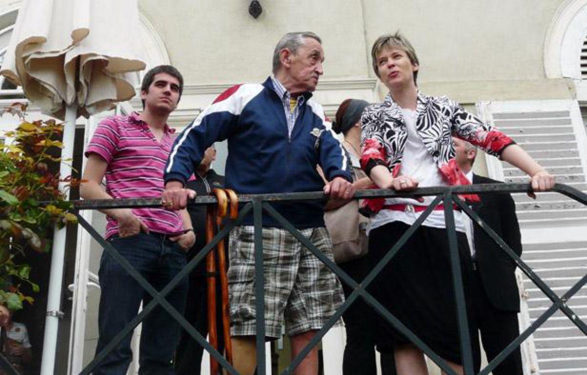 Les petits frères des Pauvres accueillent dans des maisons de vacances des personnes âgées, comme Louis (au centre) le 19 juillet 2012. – no credit