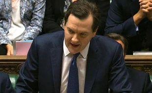 Le gouvernement britannique a confirmé mercredi son intention d'économiser 11,5 milliards de livres (13,5 milliards d'euros) supplémentaires, pour lutter contre le déficit public, mais a promis des investissements dans les infrastructures.