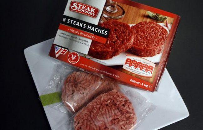 Des steaks hachés de la marque Steak Country fabriqué par la société SEB et distribuée par le discounter Lidl, à Lille, le 16 juin 2011.