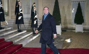 """Le ministre de l'Intérieur Claude Guéant a expliqué lundi qu'une """"concertation"""" était prévue avec les collectivités locales avant l'éventuelle mise en oeuvre d'une modulation de leurs dotations pour réduire la dépense publique, comme évoqué dimanche par Nicolas Sarkozy."""