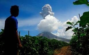 Eruption du mont Sinabung en Indonésie en juin 2017 (image d'illustration).