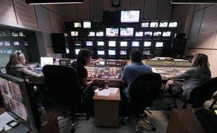 Le gouvernement grec est contraint de rouvrir temporairement la radiotélévision publique ERT jusqu'à ce qu'un nouvel organisme audiovisuel restructuré voit le jour, après le sursis obtenu lundi par les salariés auprès de la justice.